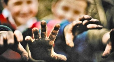 kids with dirt on their hands